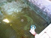 水路で異物除去